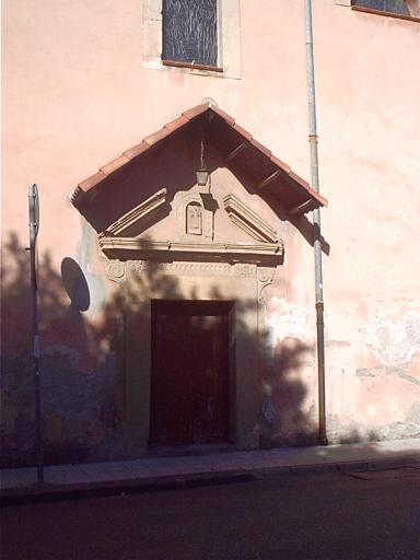 foto dell'ingresso laterale della chiesa del convento